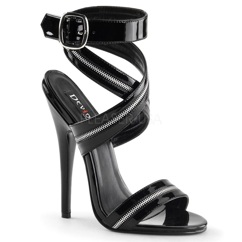 DOMINA-119 Zwart imi-lak sandaaltje met decoratie-ritsbanden en naaldhakken